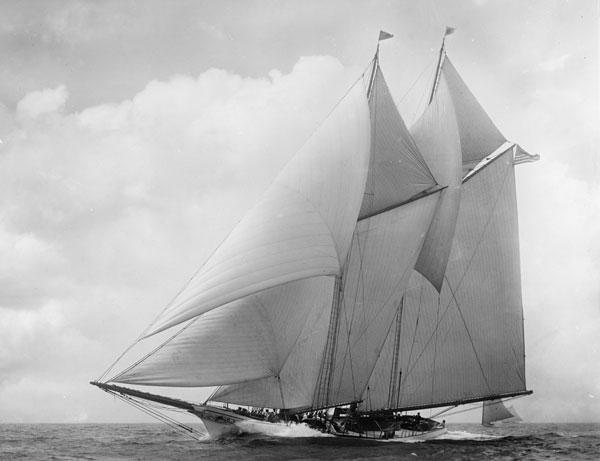 America schooner in 1910